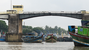 Panzadaung Creek Drawbridge, Yangon, Myanmar 2013 Image David DuByne